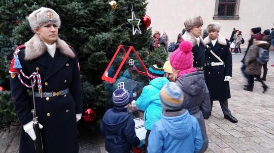 Vánoční sbírka na Pražském hradě vynesla 415 tisíc korun