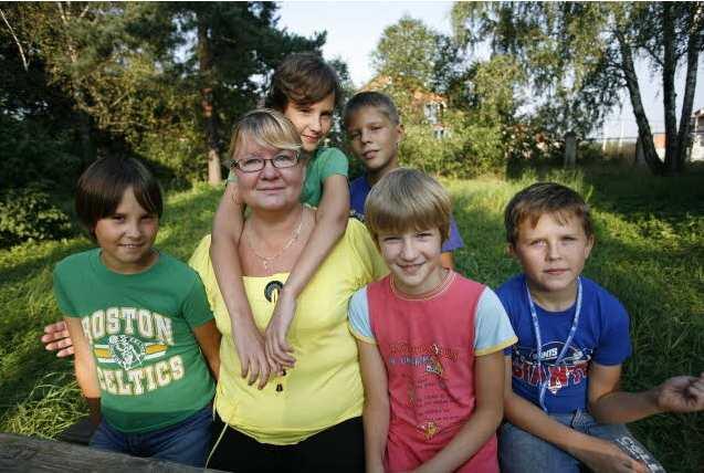 Tisíce na výbavu školáků nejhůře shánějí neúplné rodiny s více dětmi