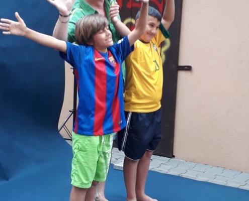 Sportovci si zafandili fotbalu s Petrem Karochem