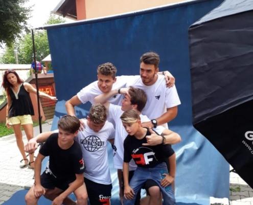 Kluci si dali také freestyle parkour s Richiem a jeho kamarády