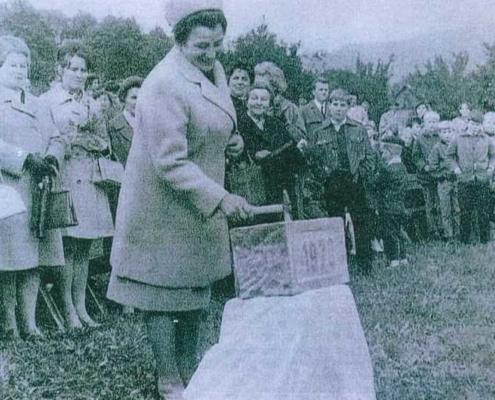 Základní kámen k výstavbě vesničky položila slavnostně 4. října 1970 tehdejší první dáma Irena Svobodová.